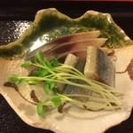 奴寿司 - さば(燻製仕立て)
