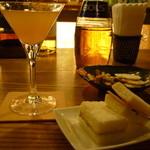 Bar Sasha - 付き出しのサンドイッチとオリジナルカクテル