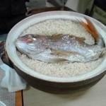 旬彩割烹 あうん - 料理写真:立派なタイが炊き込まれた鯛めし