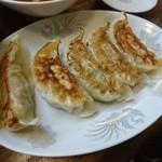 くいしん坊 - ナカナカに美味い餃子です(¥400)