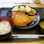 菊一商店 - H27.10 かれい定食 500円 カラッと揚げた2枚のかれい