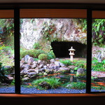 雪堂美術館 - この庭自体も作品では