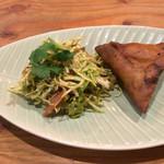 ミャンマーカレー TeTe - 前菜のお茶の葉サラダとじやがいもサモサ