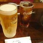 七輪 - ドリンク写真:生中(一番絞り)380円とウーロン茶 180円