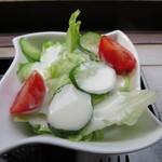 不動茶屋 - レタス、キュウリ、ミニトマトのサラダ