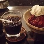 茶房 武蔵野文庫 - 焼きリンゴ&アイスコーヒー