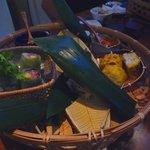 音音 - 前菜4種盛り☆ぷりぷり海老とアボカドの生春巻き 辛味噌ソース、名物 笹餅豆冨のちまき他