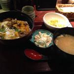 44710028 - 炭炙り親子丼880円