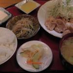 一休庵 - H27年11月、しょうが焼定食(750円)