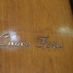 クオーレ・フォルテ - 扉のロゴ