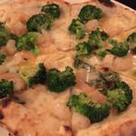 44715914 - ブロッコロ。アンチョビソースの塩味が美味。