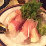 44715918 - パルマ産生ハムと洋梨。あまじょっぱくて美味。