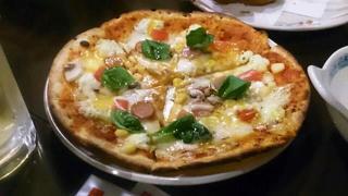 居酒屋 小松  - 噂のピザです・・・