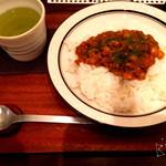 coro - ひよこ豆と野菜のキーマカレー