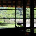 茅乃舎 - テーブル席からの景色