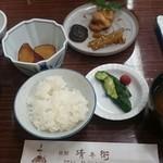 旅館 清兵衛 - 料理写真:飛騨牛と朴葉味噌定食(朝食)