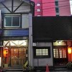 山小屋 駅前店 - 2軒のお店が並んでいて、どっちも山小屋