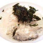 44726697 - ランチコース 7128円 の牡蠣の冷製 海水と柑橘のジュレ岩海苔の風味