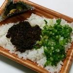 ひよっ子屋 - 牛づくし丼・ご飯大盛り(佃煮・白米)