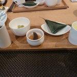 4473368 - 前菜です。くらかけ豆、白身魚の南蛮漬け、豆乳豆腐、笹巻き寿司、とうもろこし擂り流しの5品でございます。