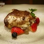アルポルトカフェ - ふわっと溶ける自慢のティラミス