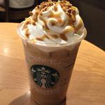 スターバックス・コーヒー - クランチキャラメルトフィーラテにショット追加(430円プラス50円)