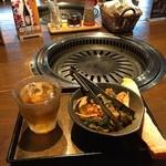 Umedameigetsukan - オーダーしてまず出てくるのがキムチにお茶とおしぼり