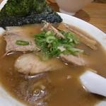 サクラ - これは鯛だしと豚骨のWスープで、チャーシュ増し。更にスープ濃いめ。