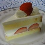 欧風菓子 クドウ - ショートケーキ 410円 王道スタイルです。