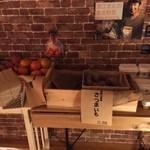 おふろcafe utatane - フロントの野菜売り場。