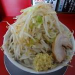44745339 - ラーメン(並)(700円)+野菜マシマシ、ショウガ