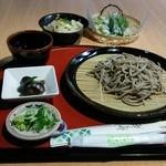 PIENO - ツアー用そば定食 1,500円(税抜) そば、地元野菜天ぷら、小鉢、サザエご飯