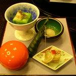 古仙 - 料理写真:新緑寄せ(海老、わらび)胡麻の香り、姫皮の雲丹和え、ちまき、じゅんさいと小芋吸酢、他