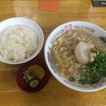 中華そば スエヒロ - 中華そば  麺カタ&ライス(中)〜(*^◯^*)