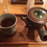 44753264 - ほうじ茶。甘味に付きます