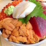 北海番屋 - 三味丼(2600円)