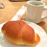 志津屋 - 塩パンとコーヒー