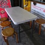 44760495 - 店頭のテーブル・椅子
