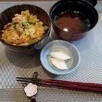 和食 梅心 - 牡蠣の炊き込みご飯・赤出し・漬物