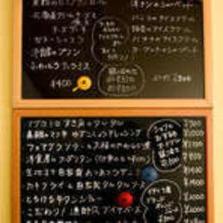 旬のオススメメは黒板でチェック!充実のアラカルトからご注文☆