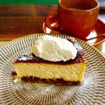 麻よしやす - 自家製ラムレーズンのチーズケーキ(¥400)