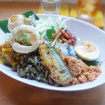 アハサ食堂 - マレーシアのモザイクごはん ナシカラブー(1200円)