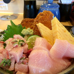 ことぶき寿司 - ぶり三昧丼にズームイン
