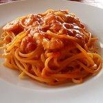 J PASTA - 小海老のトマトクリームソースのスパゲティー(横から)