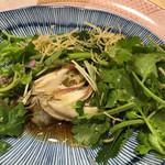 44779859 - パクチーサラダの中に牡蠣が隠れていました。