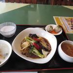 中国膳房 黎花 - 右端が薬膳スープ