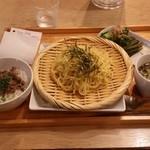 フクモリ - 「日替わり定食 (1000円)」 だしざる中華&小丼のセット