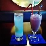 44783554 - ブルー色の『モーリシャス・クール』(880円)と『ストロベリー・ショコラ・ミルク』(620円)~♪(^o^)丿