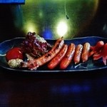 BLUE FISH AQUARIUM - 『ソーセージの盛り合わせ』(880円)~♪(^o^)丿