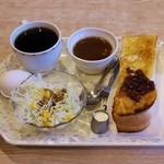 アイドル - 料理写真:ブレンドコーヒー(380円)、モーニングサービス(小倉トースト、味噌汁、サラダ、ゆで卵)